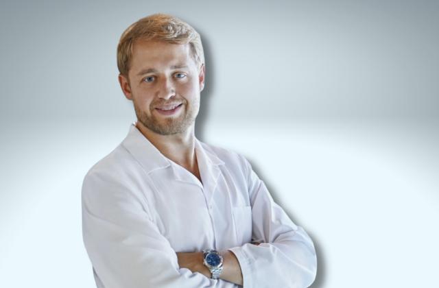 Doktor flebolog Bartłomiej Juza